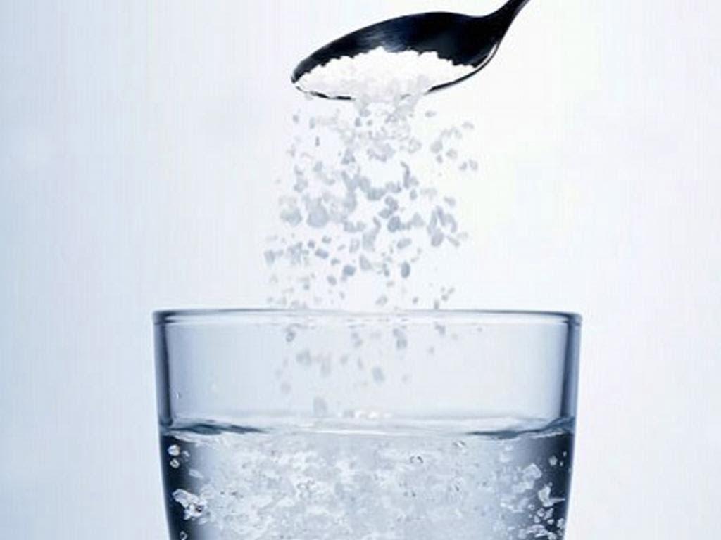 Cách làm giảm nóng rát dạ dày bằng nước muối ấm
