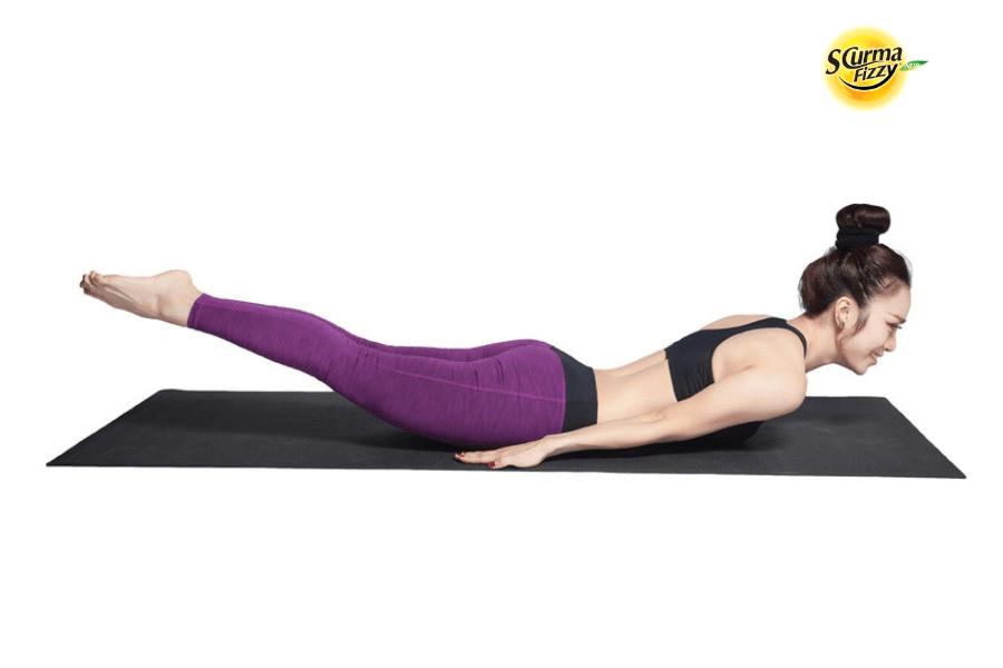 YOGA chữa đau dạ dày hiệu quả vùng thượng vị - Động tác châu chấu